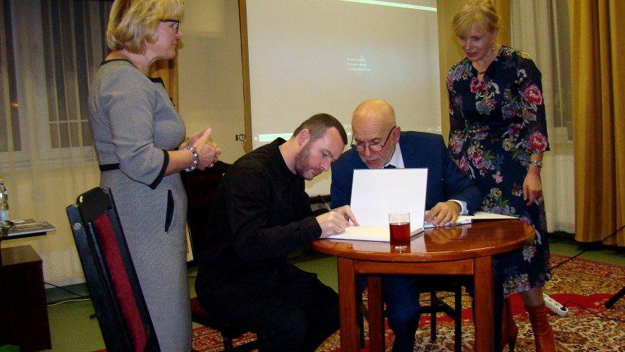 """Wieczór promocyjny wydawnictwa """"Skalbmierz - prawie z tego samego miejsca"""" Album Fotografii cz.1"""
