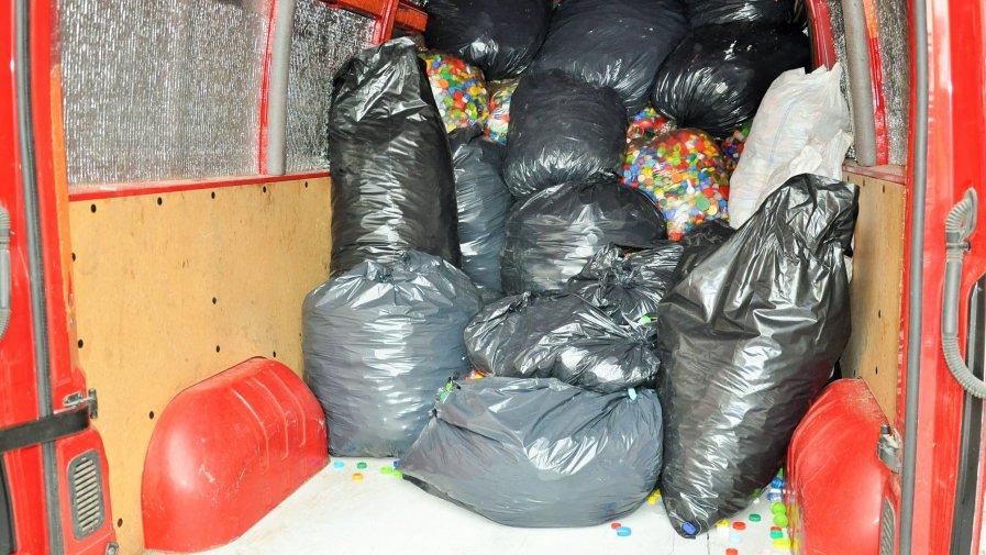 Ponad pół tony plastikowych nakrętek